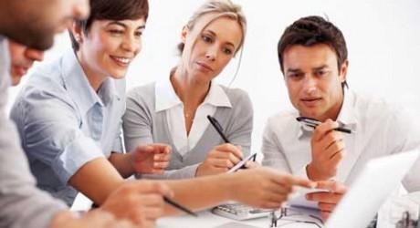 http://www.careernews.it/wp-content/uploads/2012/09/Domanda-e-offerta-di-lavoro-si-incontrano-a-Job-Fair-2012-460x250.jpg